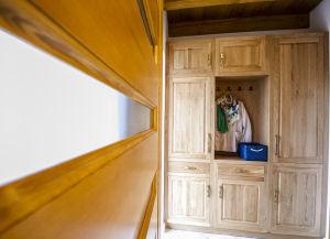 A HARMATCSEPP szoba külön bejáratú előtere saját beépített szekrénnyel