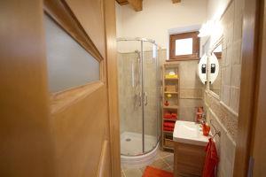 NAPVARÁZS fürdőszoba bejárat