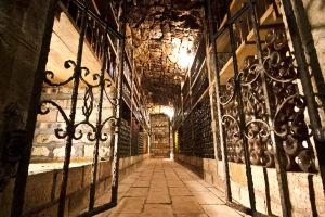 Bejárat az Árpád-hegy pincéjének belső részébe