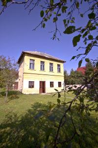 A valaha vörös lámpás házként működő épület ma már az Árpád-hegy Pince központi helye